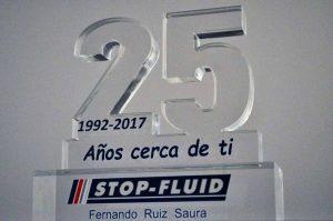 galardon-metacrilato-25-años-stop-fluid