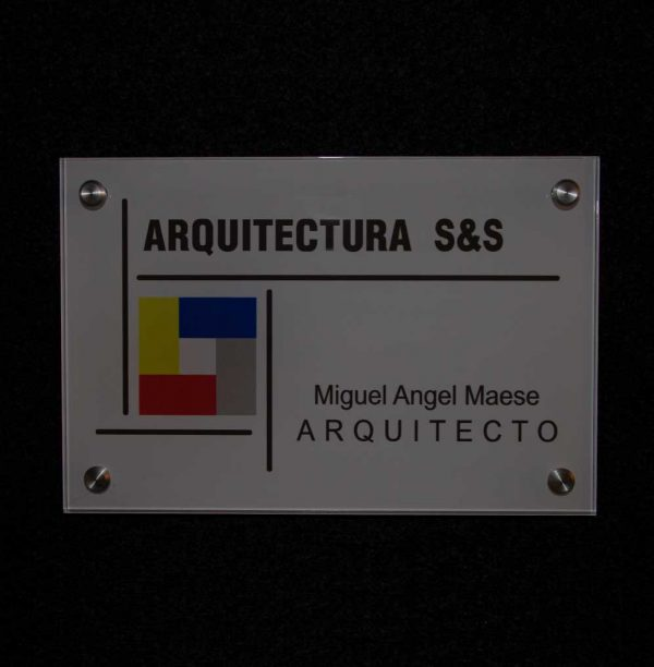placa rotulada de metacrilato