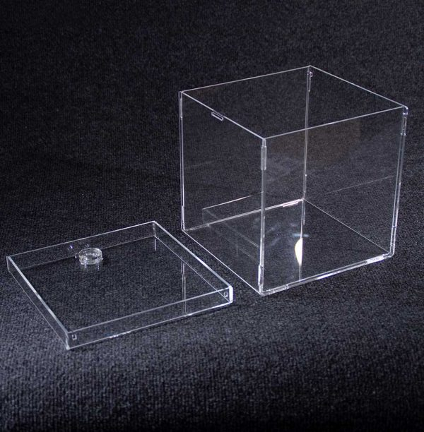 Caja desmontable con cerradura de clic 1